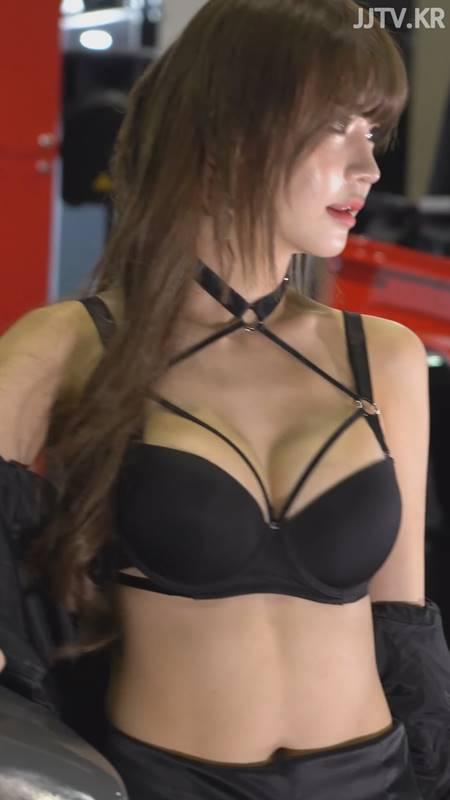 레이싱모델 민한나 블랙 브라 검스